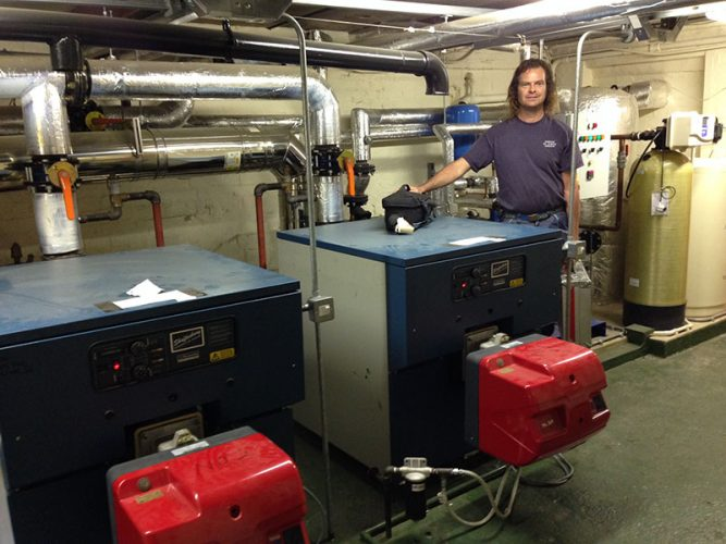 Condensing oil boiler